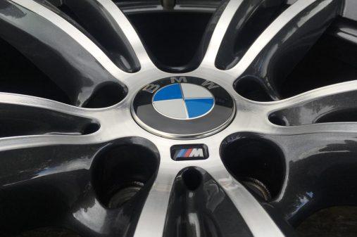 BMW 19 inch M velg na herstel, 2 lagen blanke glanslak en ook de originele M stickererop.